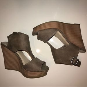 Size 7M Maurices wedges.